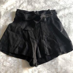 GILLIA linen shorts